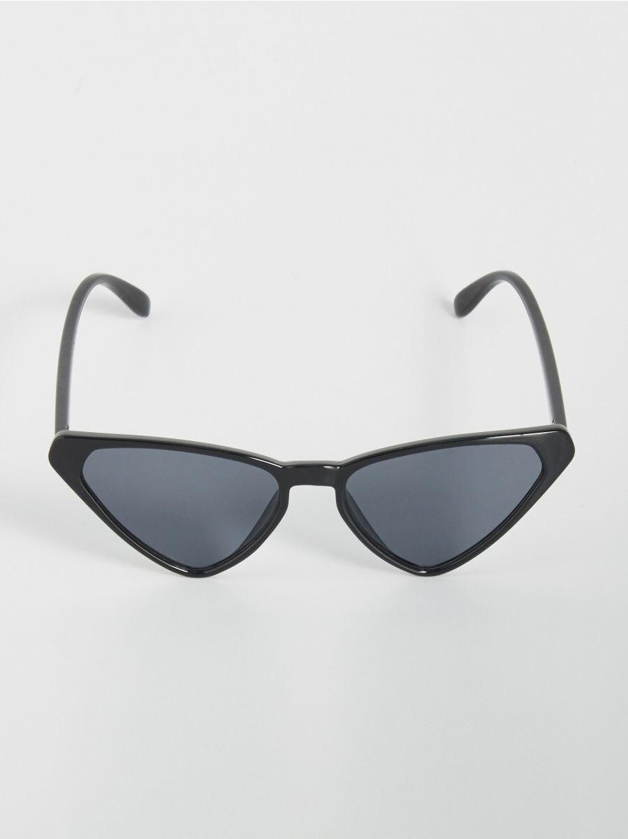 00deab1fe16855 Spiczaste okulary przeciwsłoneczne - czarny - VY921-99X - SINSAY - 1