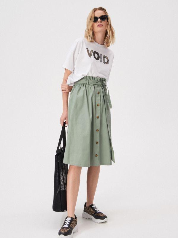 01e50bf66159 Viskózová prekladaná sukňa · Áčková sukňa s gombíkmi vpredu - zelená -  VF655-81X - SINSAY