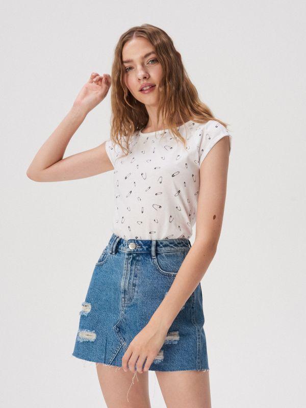 17af17f3c Sinsay női pólók – mind kényelmes és trendi!