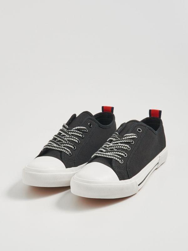 57e80c96d9e8a Dámske topánky značky Sinsay – športové, elegantné aj festivalové.