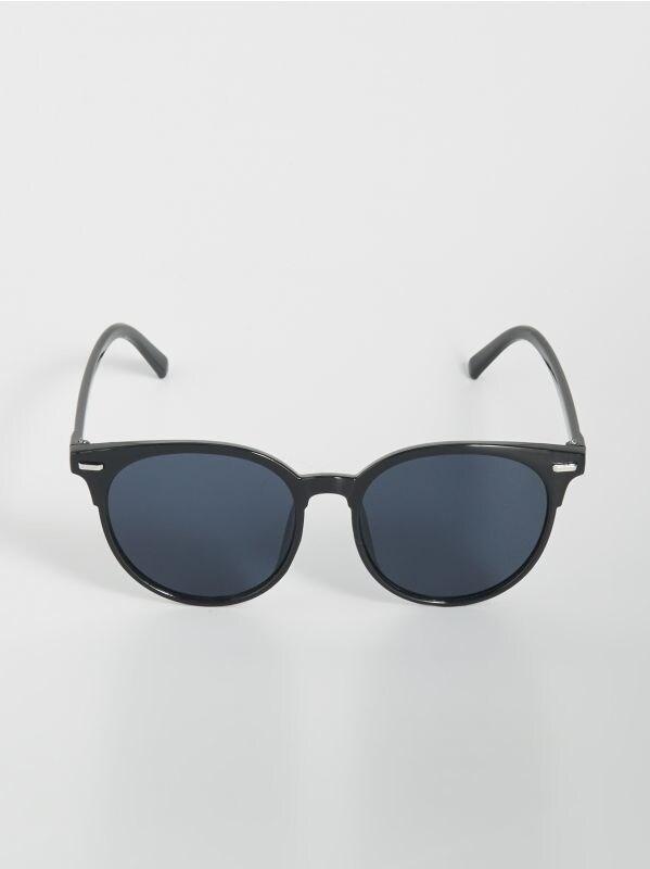 b749a3bbc Puzdro na okuliare s remienkom · Slnečné okuliare s detailom - čierna -  WD395-99X - SINSAY