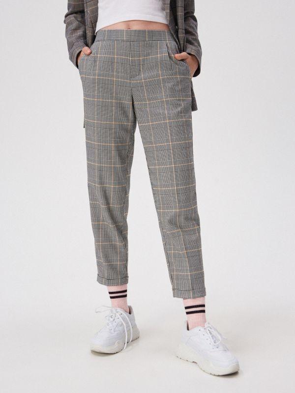 97bb59eb735b3a Spodnie cygaretki z kantem · Spodnie cygaretki z kantem - żółty - WD643-11X  - SINSAY